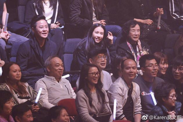 莫文蔚與母親在觀衆席。