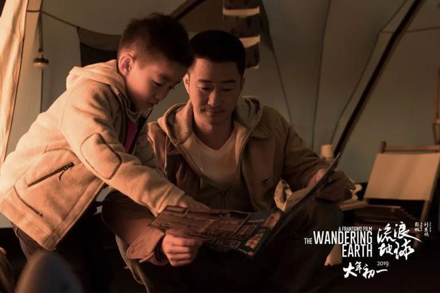 吴京饰演的父亲与幼子的亲情时刻