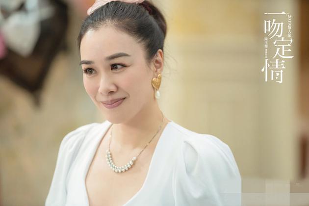 钟丽缇在《一吻定情》中演王大陆的妈
