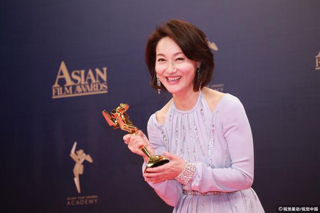 惠英红凭《翠丝》捧回最佳女配角奖