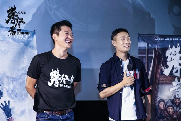 吴京、张译与观影团现场观众互动