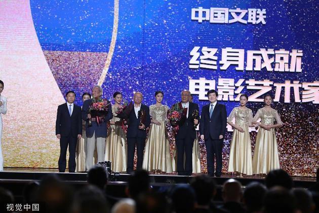 杨在葆、王铁成、许还山获得中国文联终身成就电影艺术家荣誉表彰。