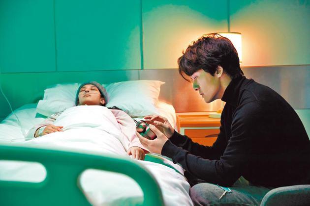 吴克群(右)首度邀来女友陈语安同框演出。