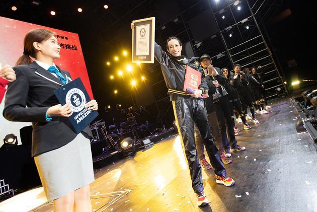 莫文蔚挑战吉尼斯世界纪录 获认证最高海拔演唱会
