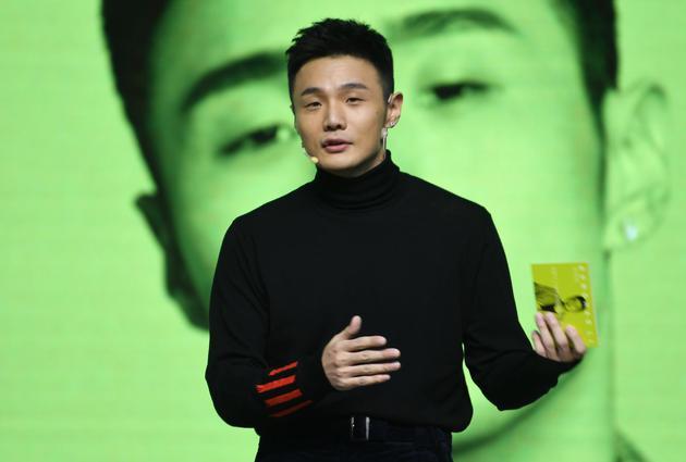 李荣浩发布会亲自上阵做主持图片