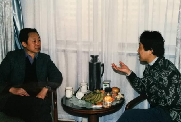 黃一鶴與我在招待所沏上茶,敞開心懷講故事。