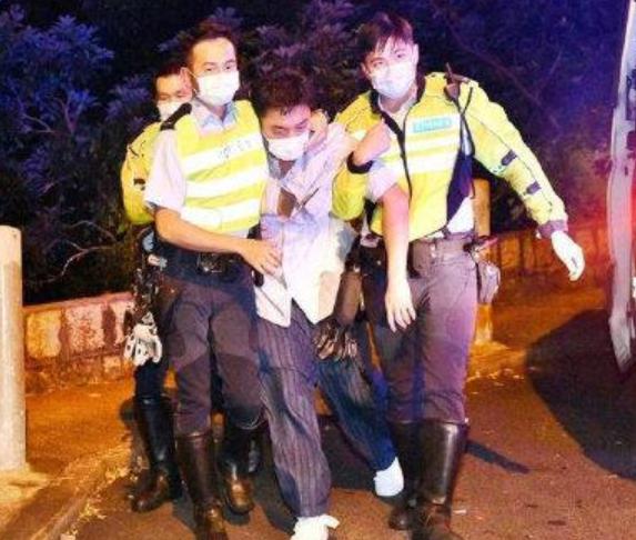 TVB艺人杨明涉嫌酒驾 护栏被撞毁一片狼藉