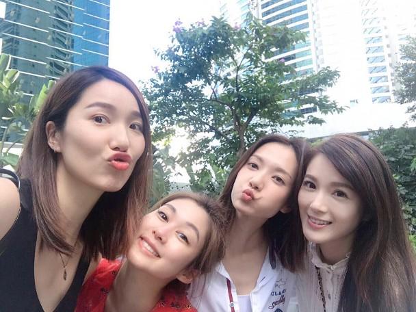 李亚男(左起)、香香、王君馨及苟芸慧