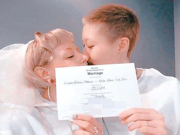 幼龙女宣布与31岁女友结婚。