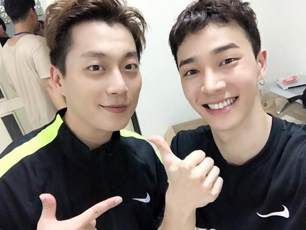 尹斗俊(左)、李起光。