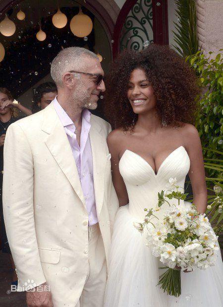 两人于2018年8月27日结婚。