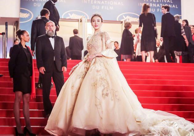 呂佳容2018年站在戛納紅毯上