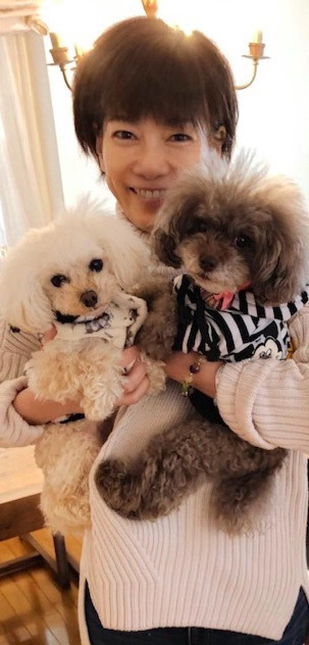 堀智荣美与爱犬。
