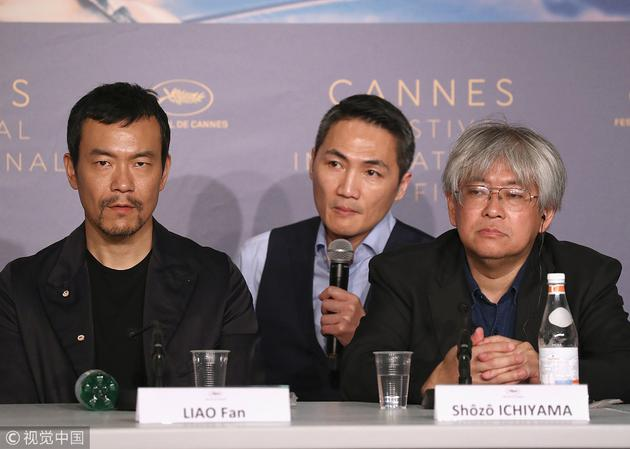 廖凡(左)