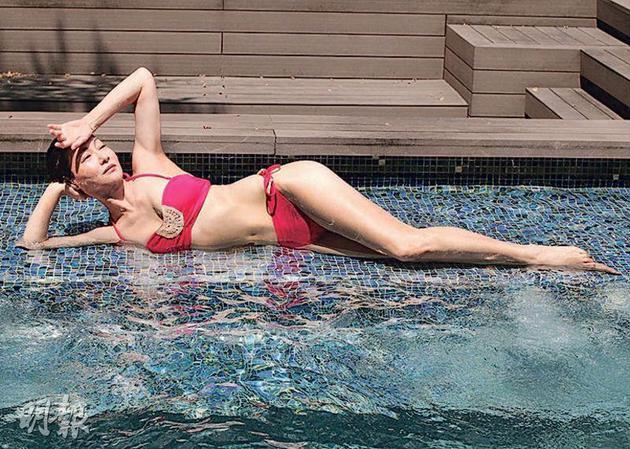 惠英红得奖火速兑现承诺,上载去年拍的三点式泳衣照。