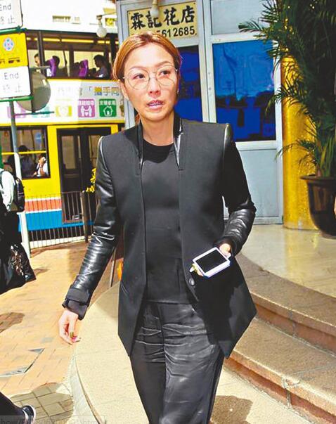 郑秀文昨早从台湾赶回港送别好友林燕妮