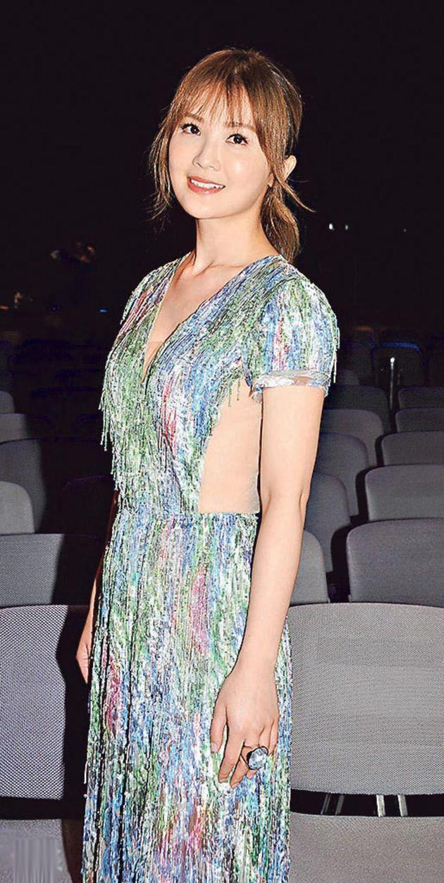 阿Sa昨天(3月19日)穿性感透视装为新电影宣传。