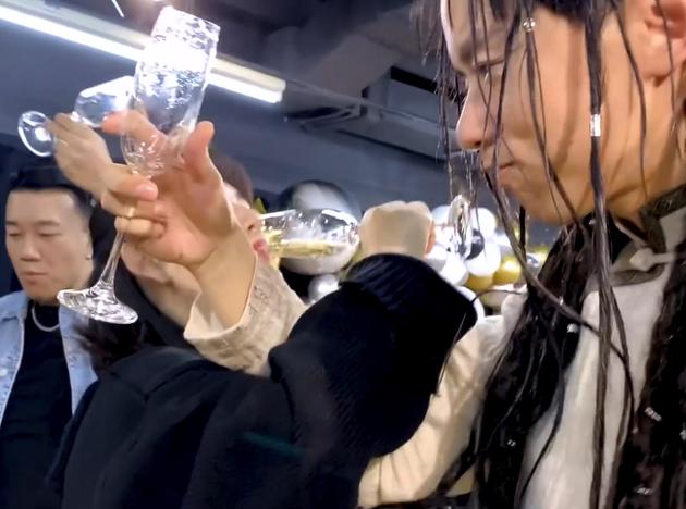 張杰謝娜喝交杯酒幸福滿滿