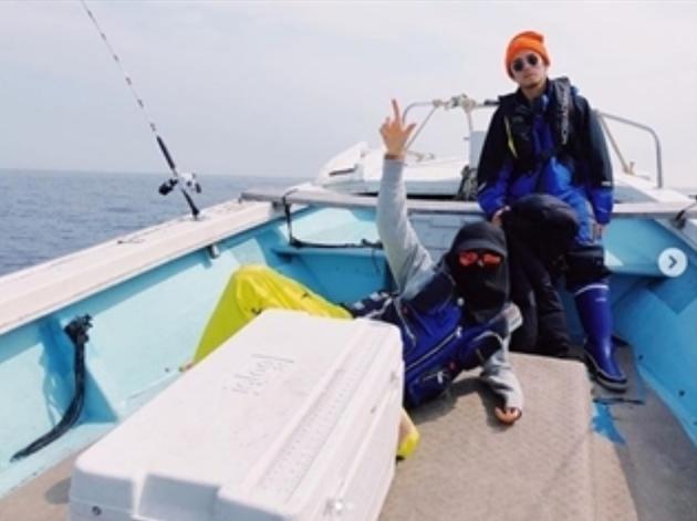 仲裏依紗與老公出海釣魚
