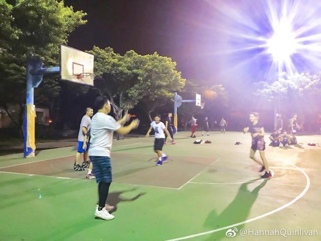昆凌打篮球