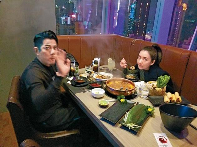 六合彩现场直播郭富城赴上海约会妻子被拍 与方媛深夜逛街好甜蜜