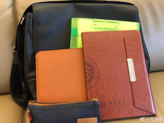 新書包和筆記簿