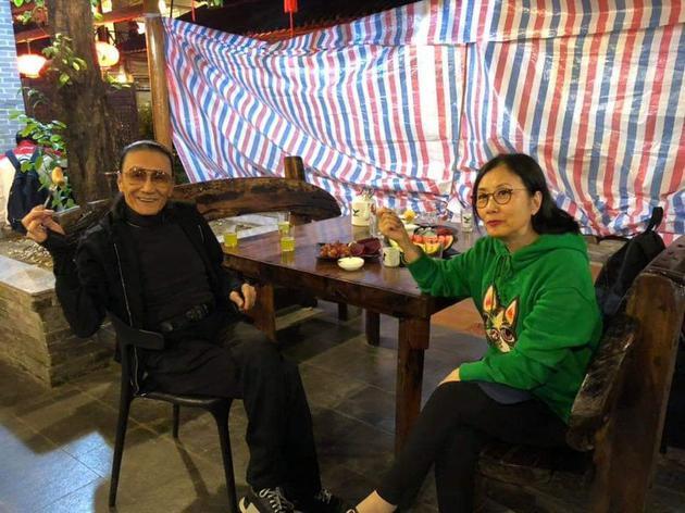 汪明荃与谢贤聚会。