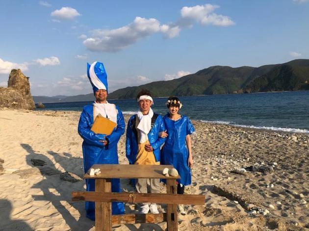 滨口优、南明奈录节现在无人岛上举走婚礼