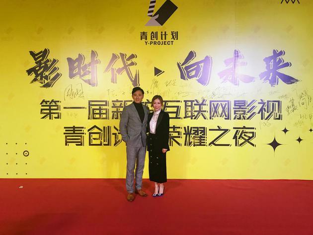 广东南方领航影视传播有限公司副总经理刘佳笳(右)与超娱影业CEO于超(左)