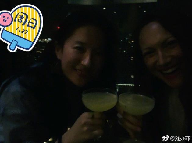 劉亦菲與友人