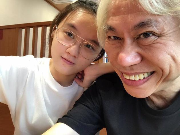 李坤城与女友林靖恩。