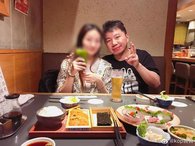 杨超越被造谣和男老板同游 他甩合照:是三人同行