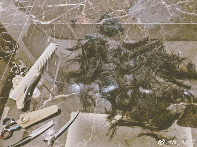 吴亦凡终于剪头发啦! 粉丝集体要求晒新发型自拍