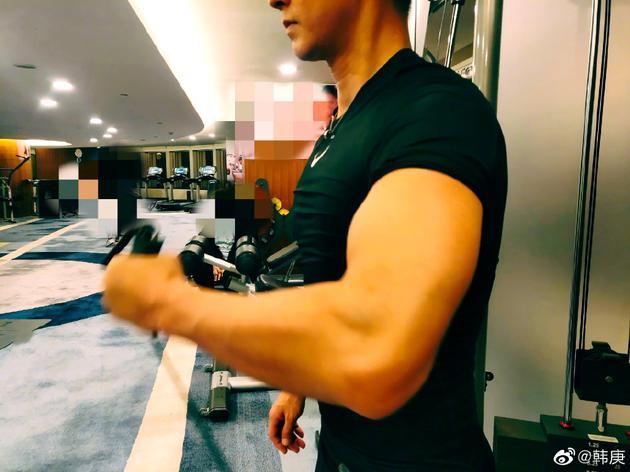 韩庚开始集训晒v男友照男友手臂巨大尽显风筝力潍坊肌肉挂图片