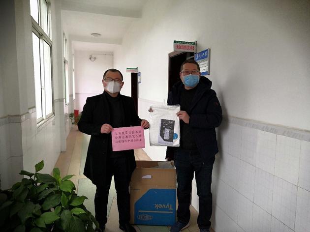 喜天传媒携旗下艺人驰援防疫跨国采购防护服暖心