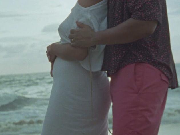传奇哥在新歌MV中宣布妻子怀三胎 一家人齐入镜