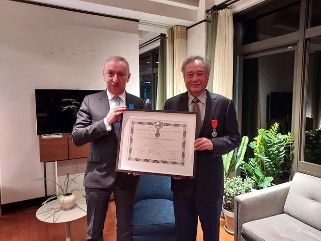 华人之光!李安获颁法国政府最高荣誉勋章