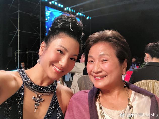 原子惠与妈妈郑佩佩