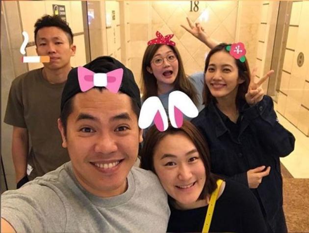 王棠云与余文乐妹妹聚会巧遮孕肚
