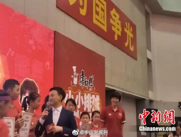 郎平谈电影《中国女排》称巩俐非常像自己