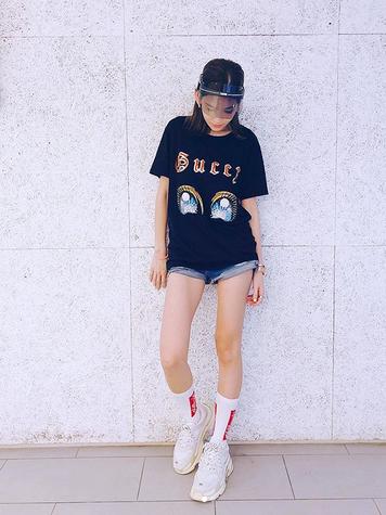 陈若仪穿大T恤超短裤玩下衣失踪