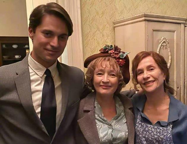 《哈里斯夫人去巴黎》又被翻拍?这次于佩尔主演