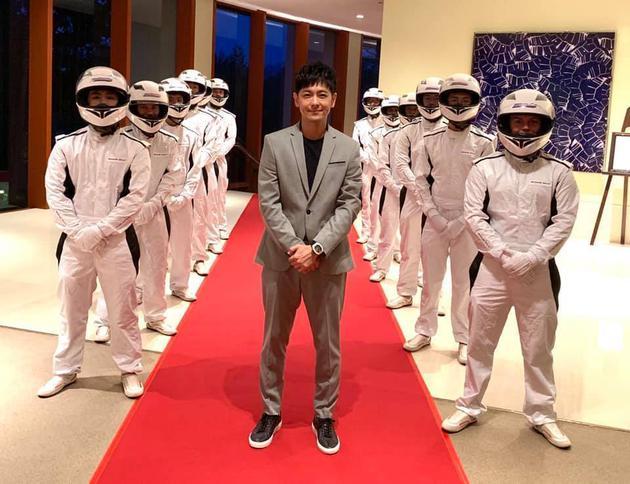 林志颖观看F1大奖赛 圆梦与知名赛车手合影
