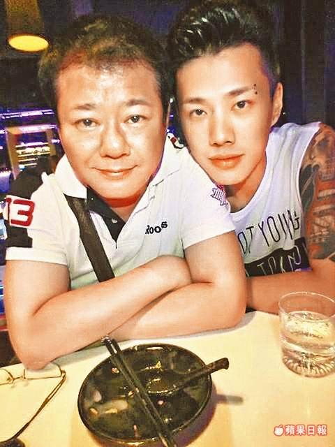 安迪(左)与儿子林志融
