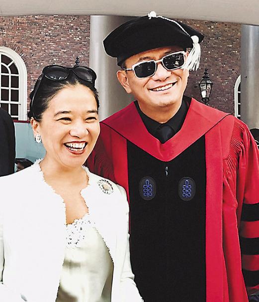 王家卫获哈佛荣誉博士学位