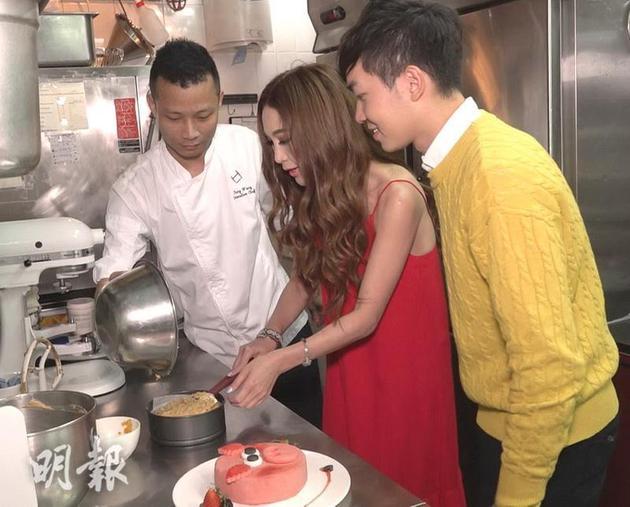 溫碧霞最近跟甜品師傅學制作豬仔蛋糕。