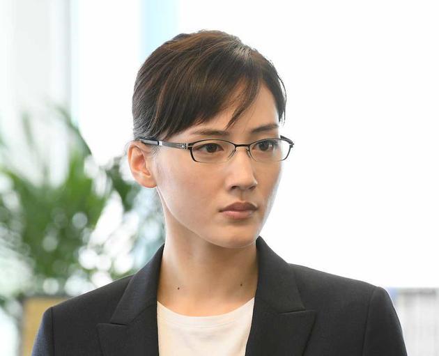 綾瀨遙新劇《繼母與女兒的藍調》飾演母親