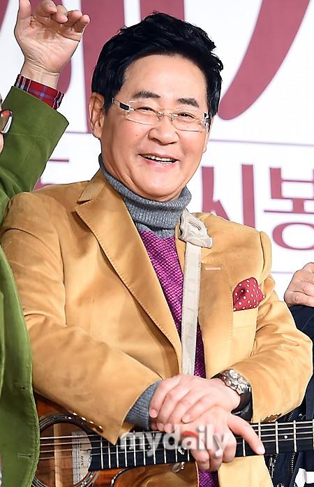 韩国歌手尹亨柱