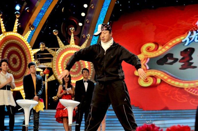 孙红雷早年表演街舞(图片来自网络)