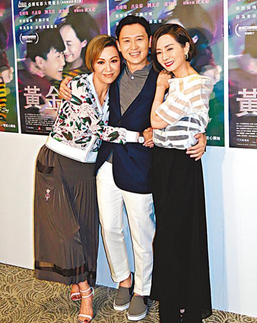 毛舜筠(右)跟凌文龙(中)、余安安互揽合照。